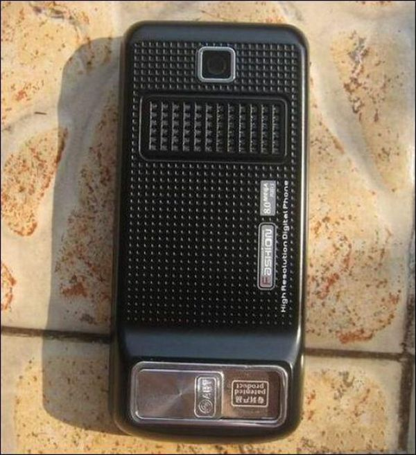 Мобилка с секретом (6 фото)