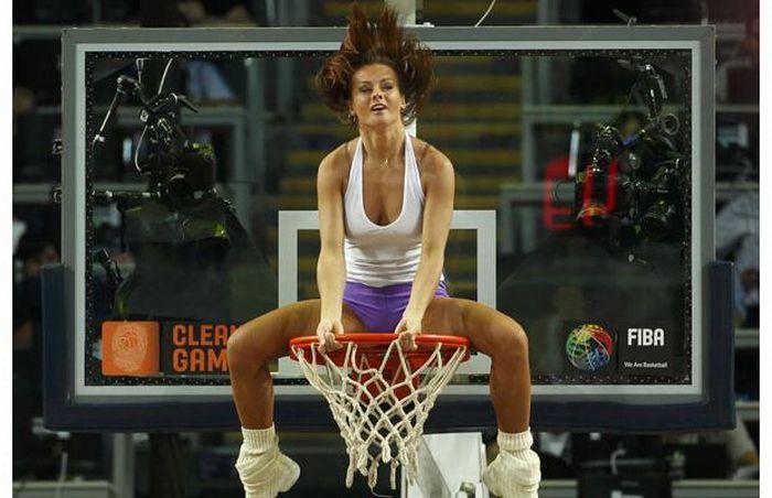 Девушки на чемпионате мира по баскетболу (32 фото)