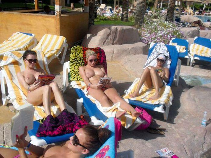 Как девушки на море отдыхали (22 фото) НЮ
