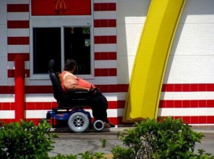 Люди, которым срочно надо похудеть (20 фото)