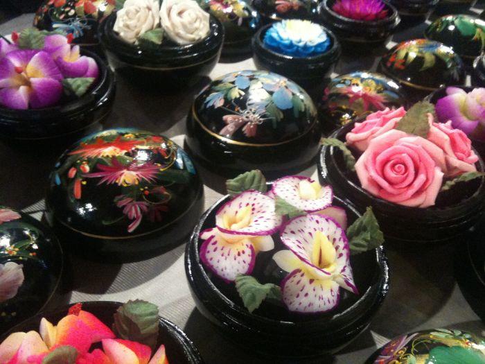 Красивые цветы из мыла (12 фото)
