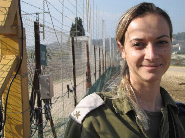 Красивые девушки из вооруженных сил Израиля (53 фото)