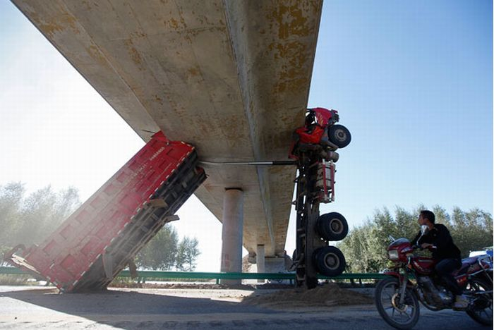 Удивительная авария в Китае (6 фото)