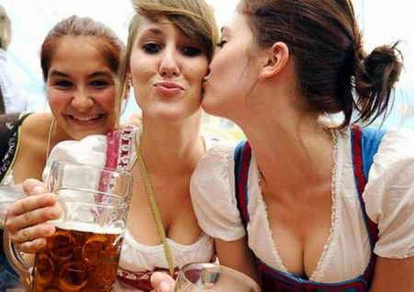 Девушки с Октоберфеста (44 фото)