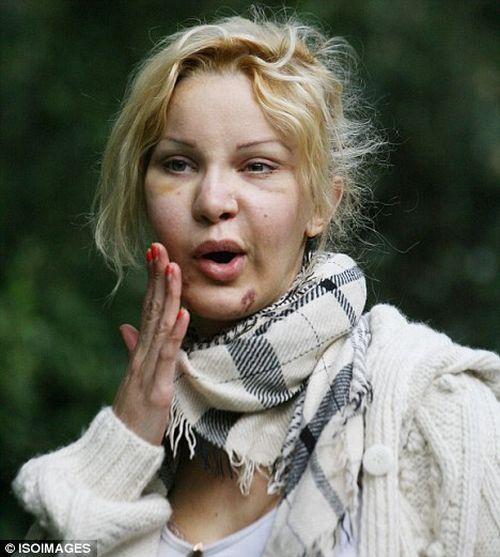 Алисия Дюваль и ее зависимость (14 фото)