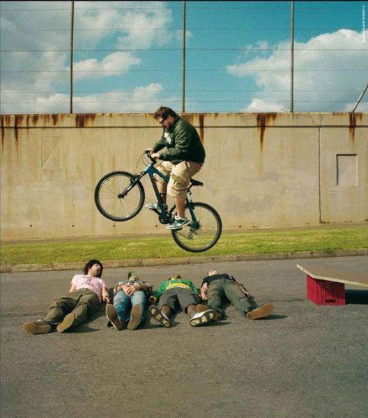 Мужчины, которые занимаются странными вещами (32 фото)