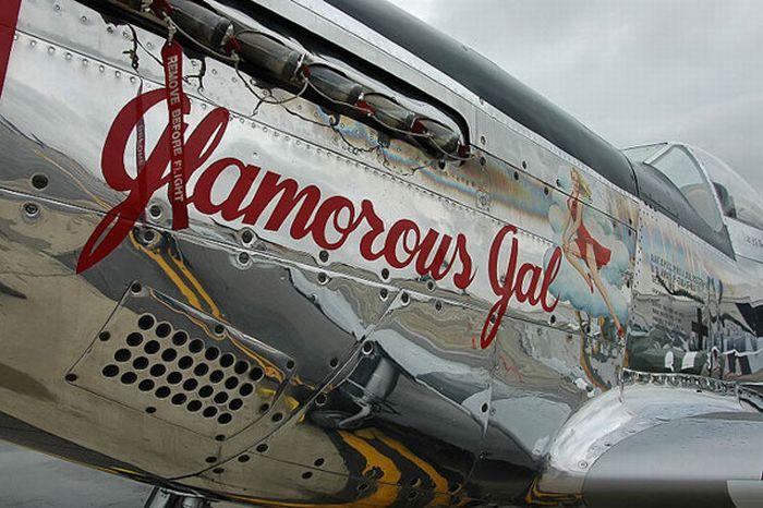 Рисунки на самолетах (23 фото)