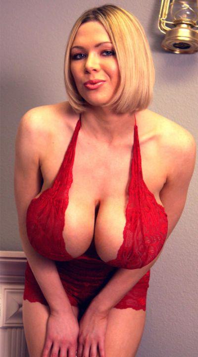 Огромная грудь (25 фото)