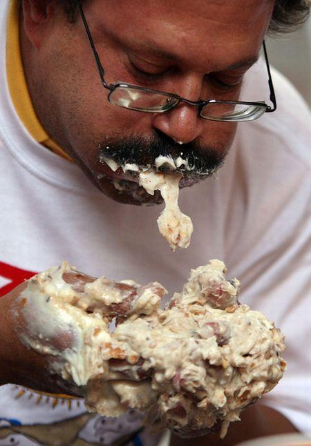 Поедание еды на различных соревнованиях (24 фото)