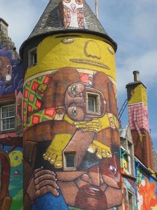 Замок в граффити (15 фото)
