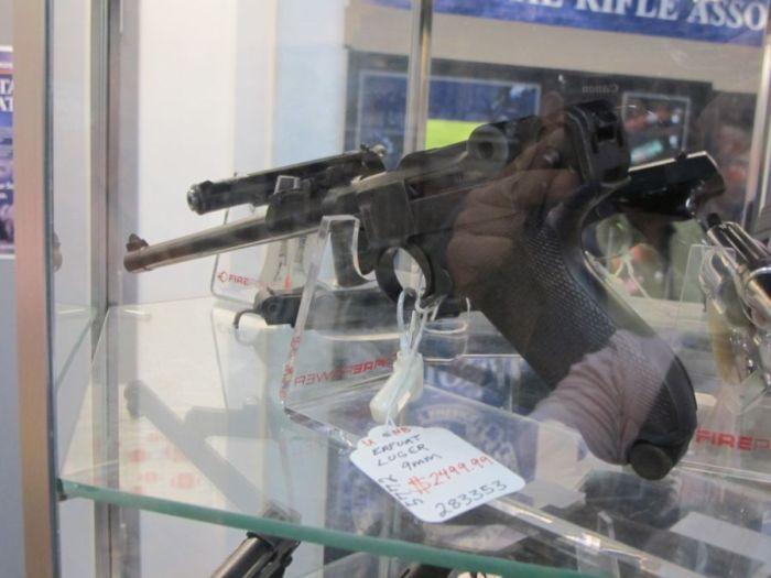Оружейный магазин в США (47 фото)