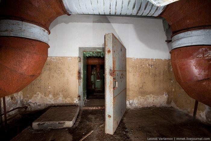 Прогулка по подвалу МГУ (21 фото)