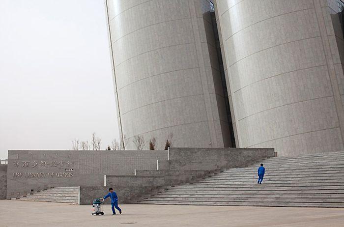 Ордос - китайский город-призрак (13 фото)