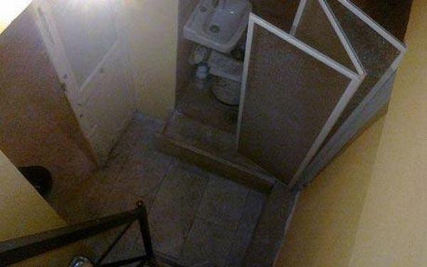 Самая маленькая квартира в мире (2 фото)