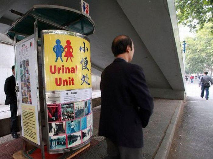 Писсуары для женщин в Китае (6 фото)