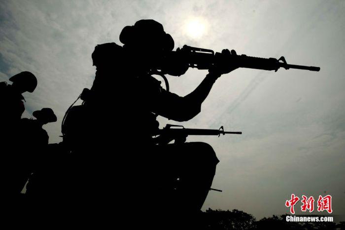 Силуэты китайский спецназовцев (15 фото)