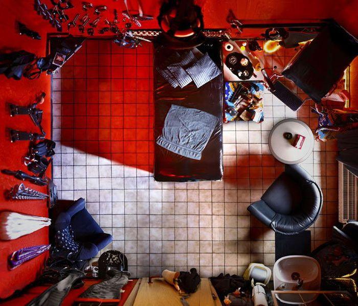 Бордели и тюрьмы (7 фото)