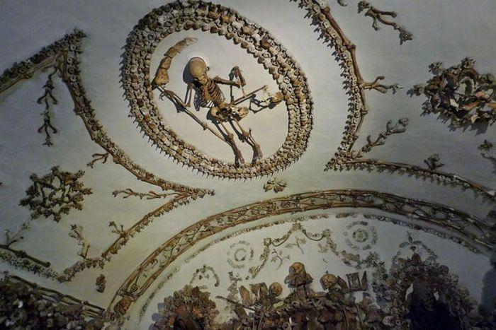 Подземелье из скелетов (13 фото)