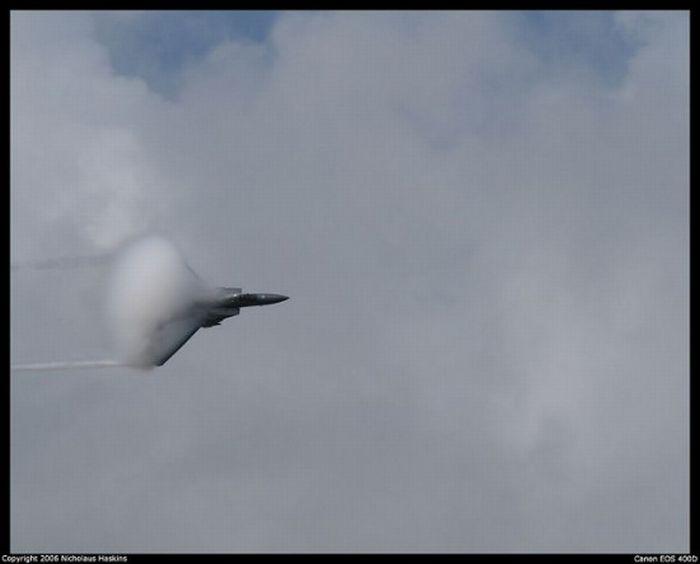 Самолеты преодолевают звуковой барьер (9 фото)