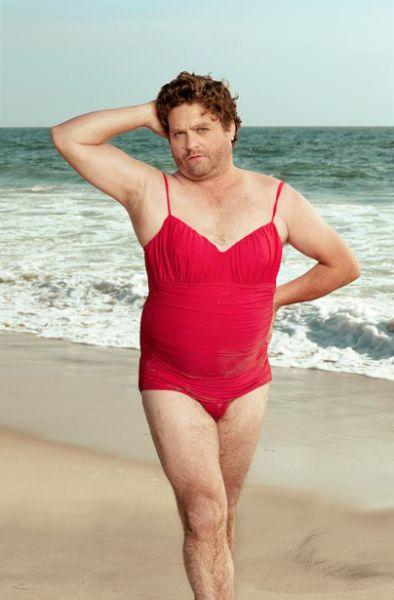 Зак Галифианакис в календаре с бикини (6 фото)