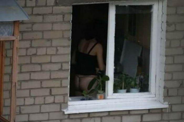 podglyadival-v-okno-za-goloy-sosedkoy
