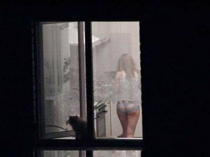 Подглядывать в окна с биноклем за голыми женщинами порно рассказы в хорошем качестве 720 фотоография
