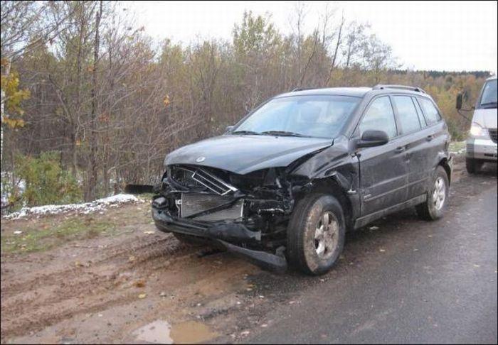 Как автомобиль туда заскочил? (5 фото + видео)