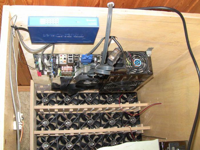 Домашнее хранилище на 90 терабайт (15 фото)