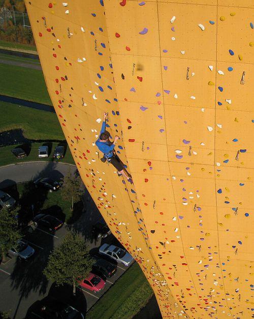 Самый высокий скалодром в мире (11 фото)