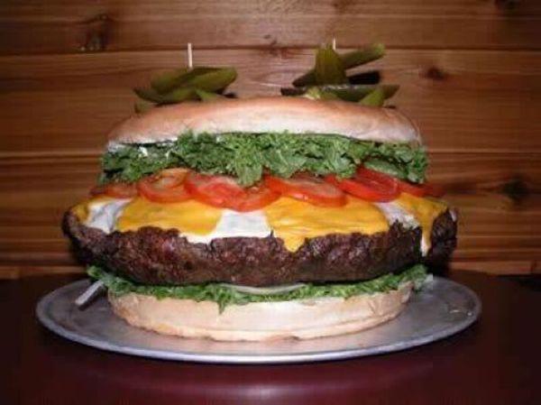 Гигантский чизбургер (7 фото)