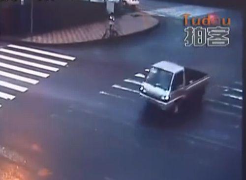 Удивительная авария в Китае (5.4 мб)