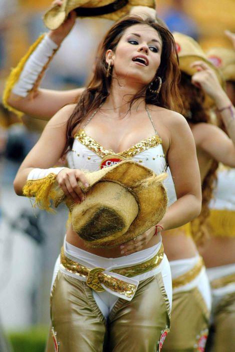 Девушки из групп поддержки Южной Америки (30 фото)