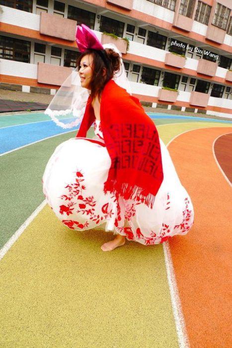 Женщина вышла замуж сама за себя (11 фото)