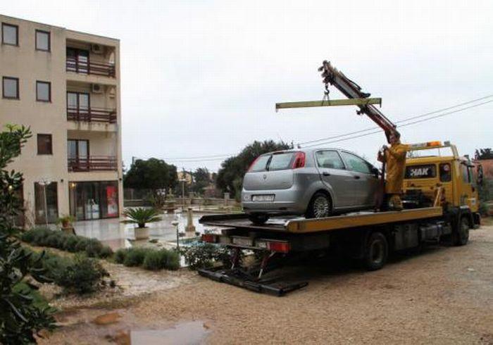 Как не надо мыть машину (12 фото)