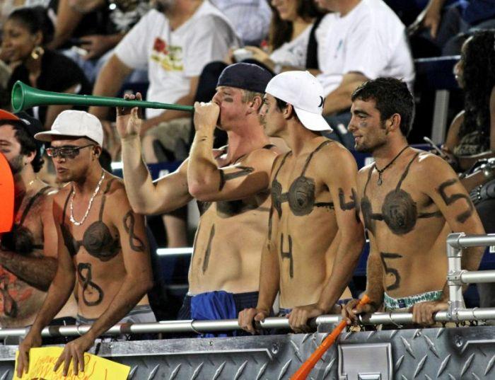 Американский футбол в нижнем белье (23 фото)