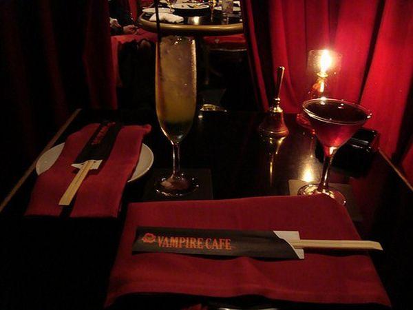 Вампирское кафе в Токио (9 фото)