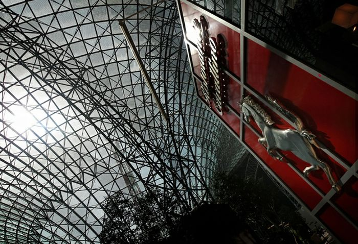 Мир Ferrari Абу-Даби (15 фото)