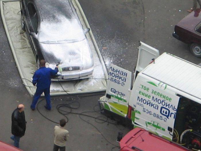 Как моют машины в Москве (11 фото)