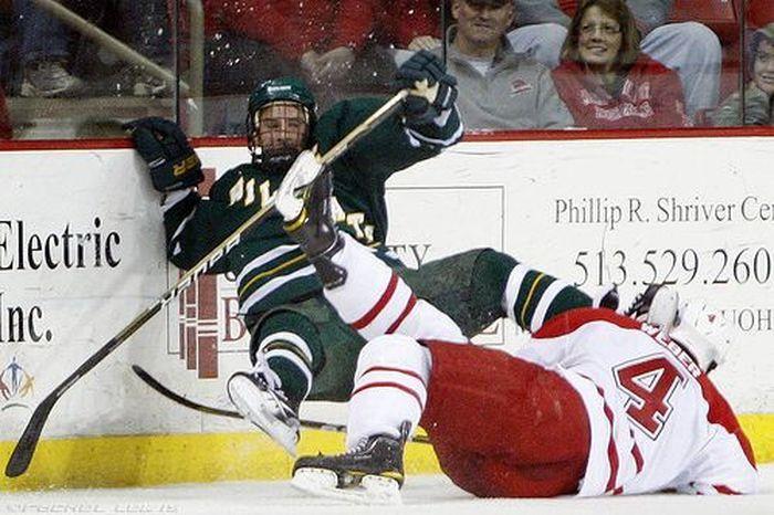 Трус не играет в хоккей (3 фото)