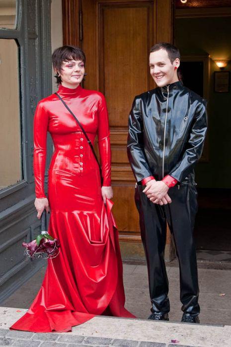 Латексная свадьба (14 фото)