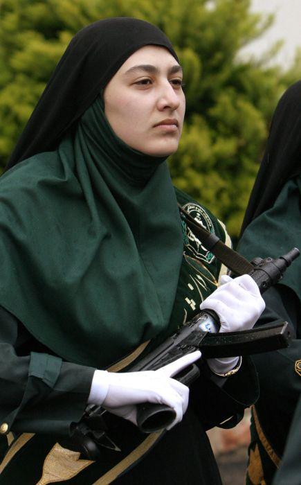 Девушки в военной форме (30 фото)