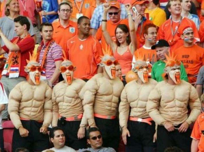 Классные костюмы спортивных фанатов (45 фото)