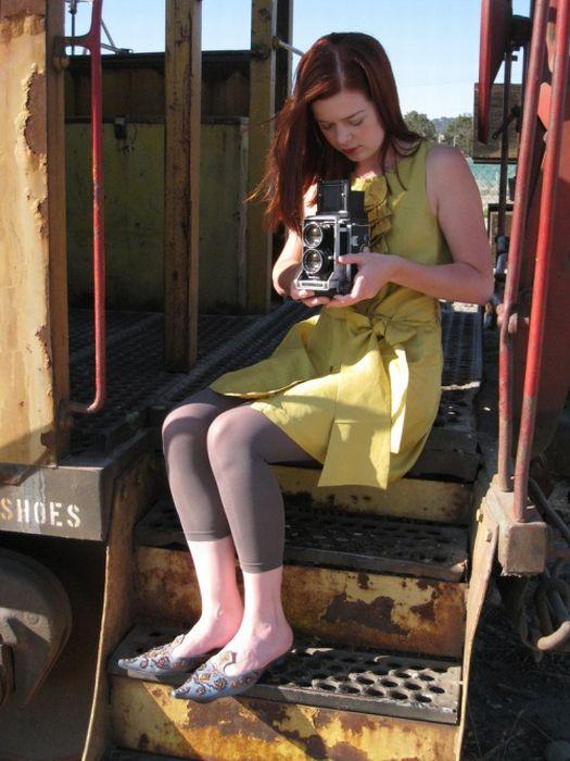 Симпатичные девушки с фотоаппаратами (26 фото)