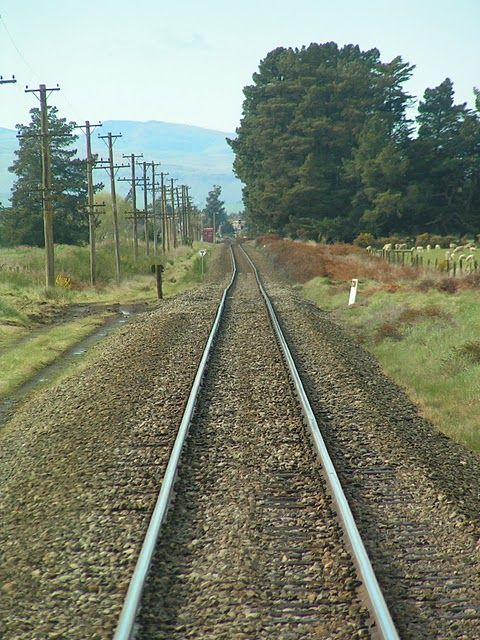 http://de.trinixy.ru/pics4/20101110/distorted_railway_line_01.jpg