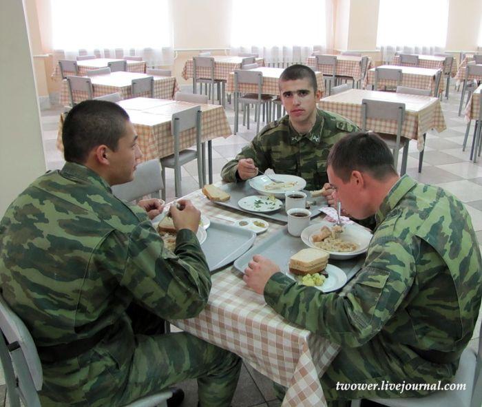 Что едят солдаты (37 фото)
