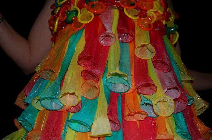 Платья из презервативов (25 фото)