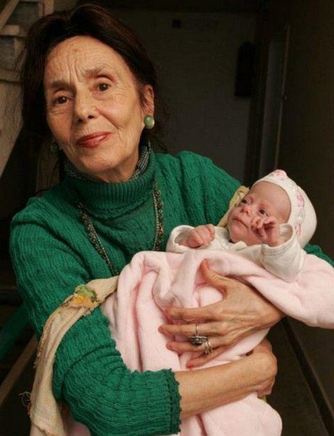Самая старая мама в мире (5 фото)
