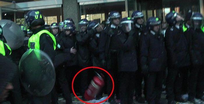 Студент чуть не убил полицейских (6 фото + видео)