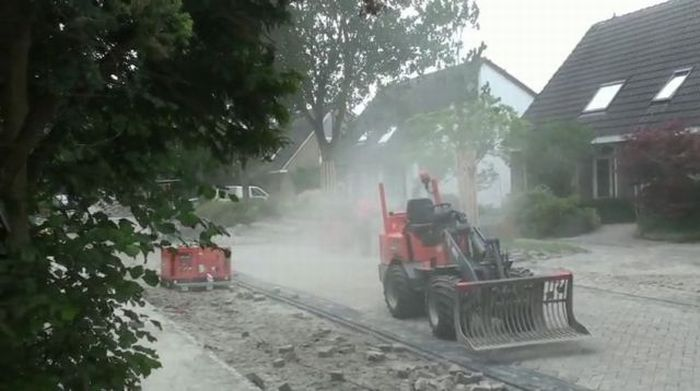 Как кладут дороги в Голландии (24 фото + видео)