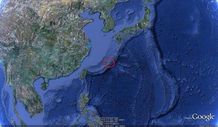 Бэтмен переехал в Японию (14 фото)
